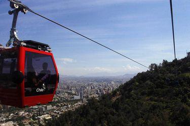 Capitalinos y turistas ya disfrutan del Teleferico del cerro San Cristobal