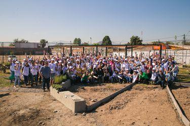 El voluntariado corporativo de L'Oréal Chile y Fundación Mi Parque que embellece el entorno de las comunidades