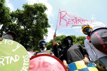 Matan a tiros a dos manifestantes en un bloqueo de rutas en Colombia