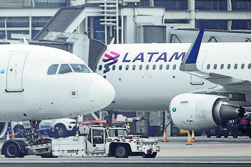 Acciones de Latam Airlines se desploman y Bolsa de Santiago suspende sus cotizaciones