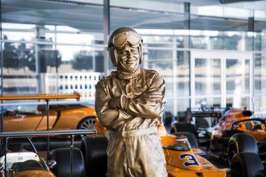 El homenaje a tamaño real de McLaren a 50 años de la muerte de su fundador