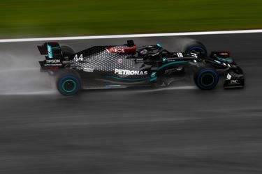 Hamilton se queda con la pole del Gran Premio de Estiria en una jornada marcada por la lluvia